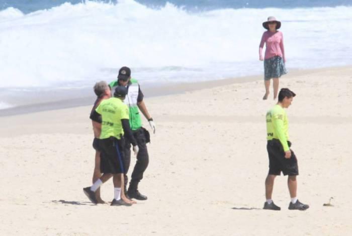 Homem é detido após se recusar a sair da Praia de Ipanema