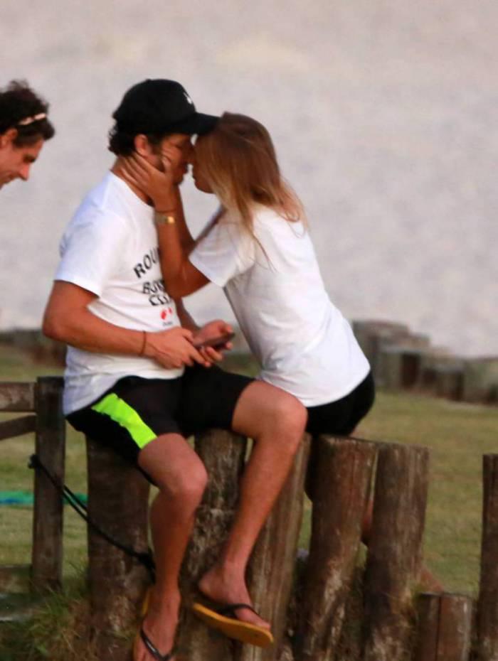 Do grupo de risco, José Loreto quebra quarentena para curtir com loira misteriosa