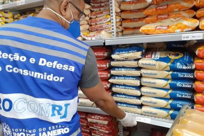Procon Estadual do Rio autua supermercado em Niterói por preços abusivos