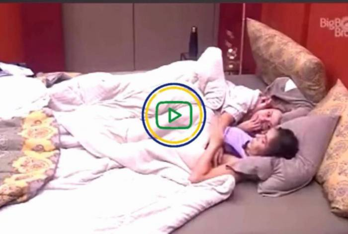 Gizelly e Marcela debaixo do edredom no BBB