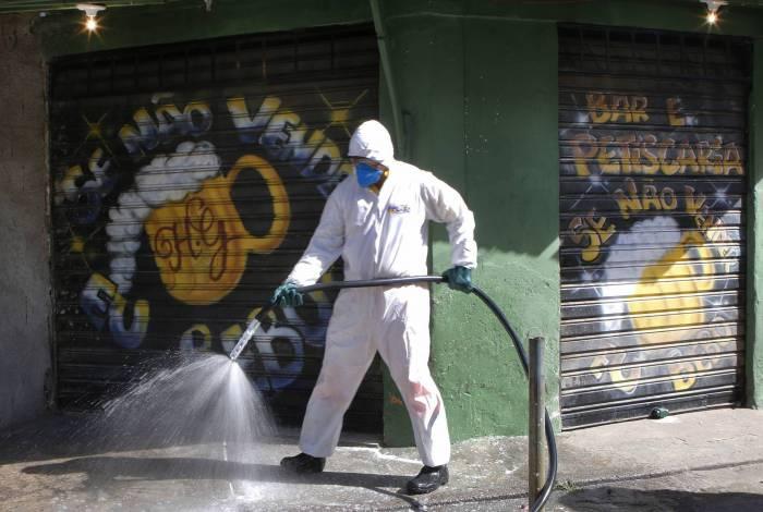 Prefeitura de Niterói higieniza comunidade Vila Ipiranga no enfrentamento ao novo coronavírus
