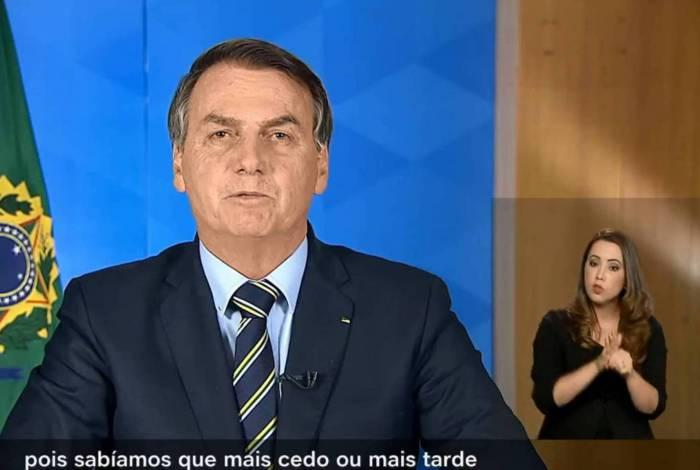 Em pronunciamento, Bolsonaro minimiza efeitos do novo coronavírus no Brasil