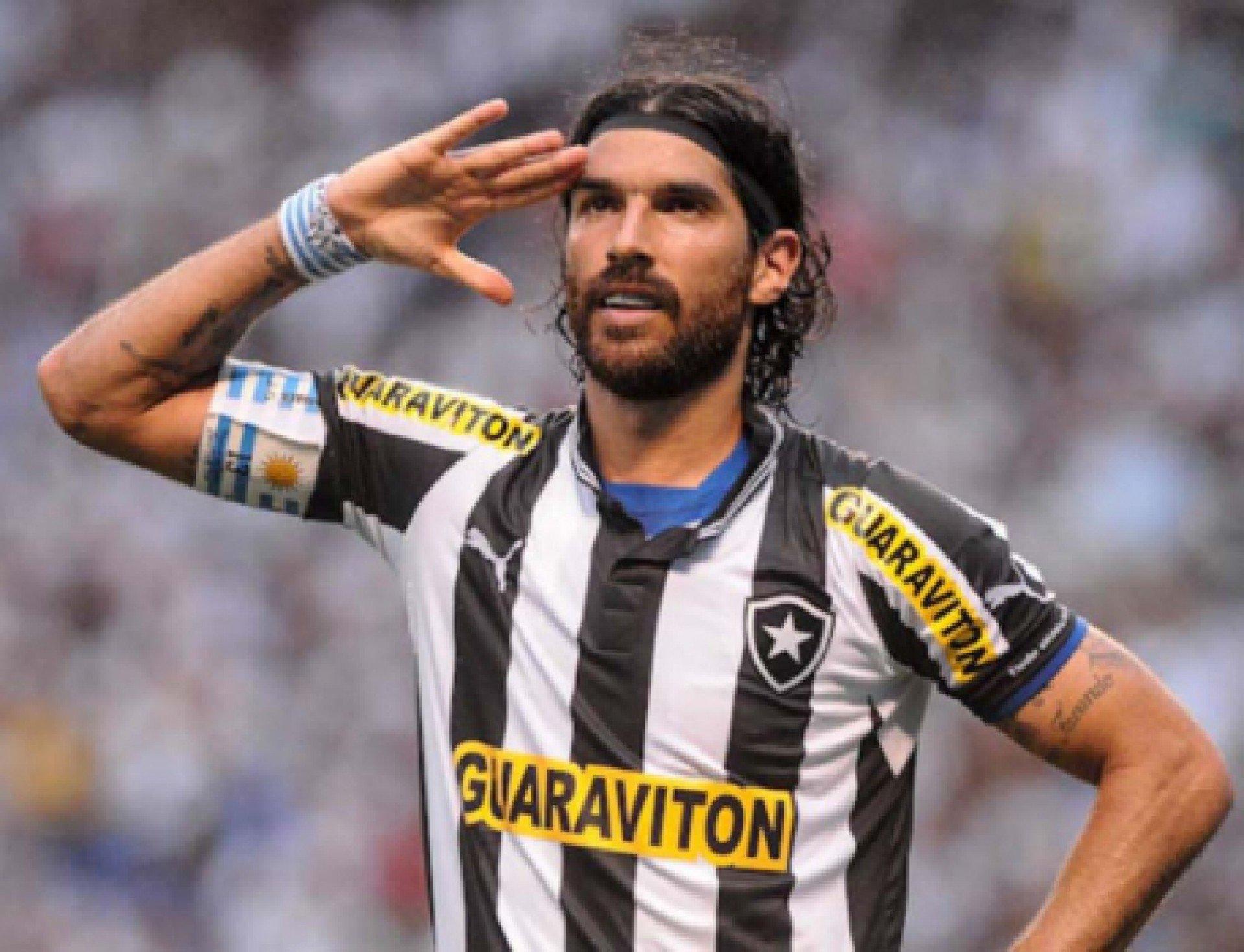 Loco Abreu revela desejo de treinar o Botafogo: 'esse momento vai chegar'