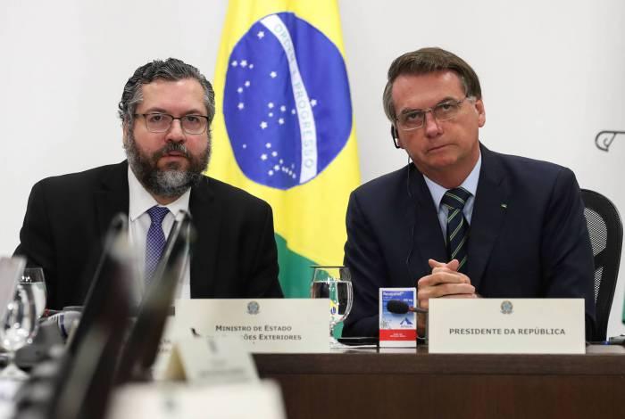 Jair Bolsonaro e o ministro das Relações Exteriores, Ernesto Araujo, durante a videoconferênciado G-20