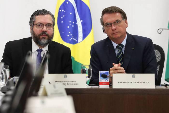 Presidente Jair Bolsonaro levou uma caixa de hidroxicloroquina para a reunião do G-20
