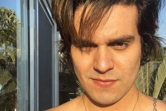 Luan Santana raspa a barba
