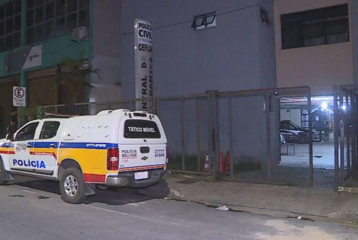 Homem usava drogas em frente à casa de policial em Belo Horizonte