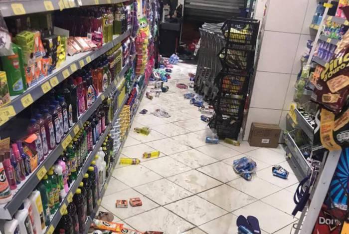 Supermercado foi saqueado na Zona Norte do Rio. Um homem foi preso e cinco menores apreendidos