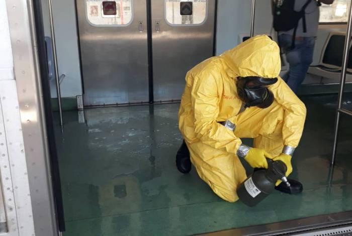 Agentes realizam desinfecção nos trens da SuperVia