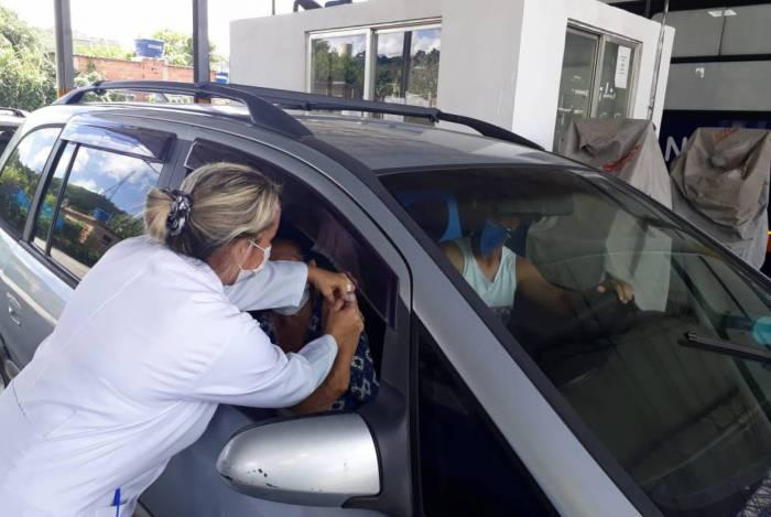 A Prefeitura de Nova Iguaçu criou dois postos 'drive thru': no Shopping Nova Iguaçu e no Detran