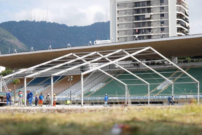 O hospital de campanha do Maracanã é um dos oito que estão sendo construídos pelo governo do estado para o tratamento da covid-19