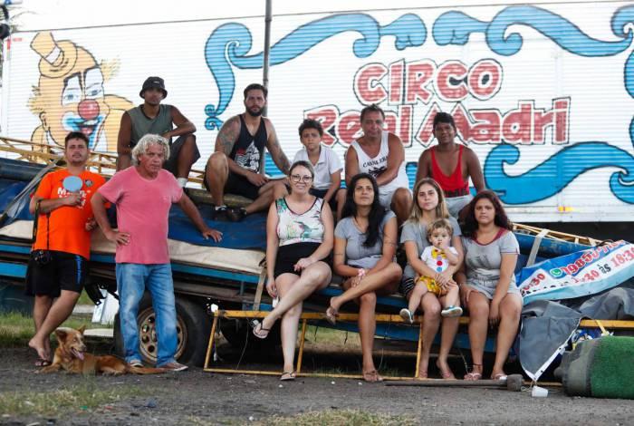 Trupe de artistas do Circo Real Madri, abrigado em um terreno em Campo Grande, passa por dificuldades