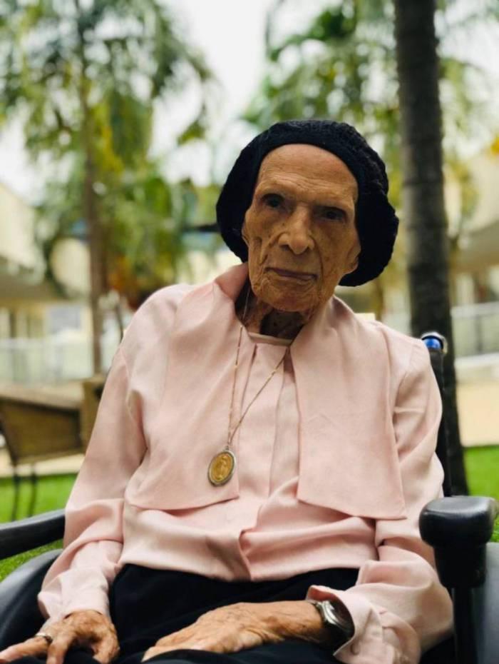 Dona Diva da Costa, 106 anos, conta uqe viu os horrores da doença