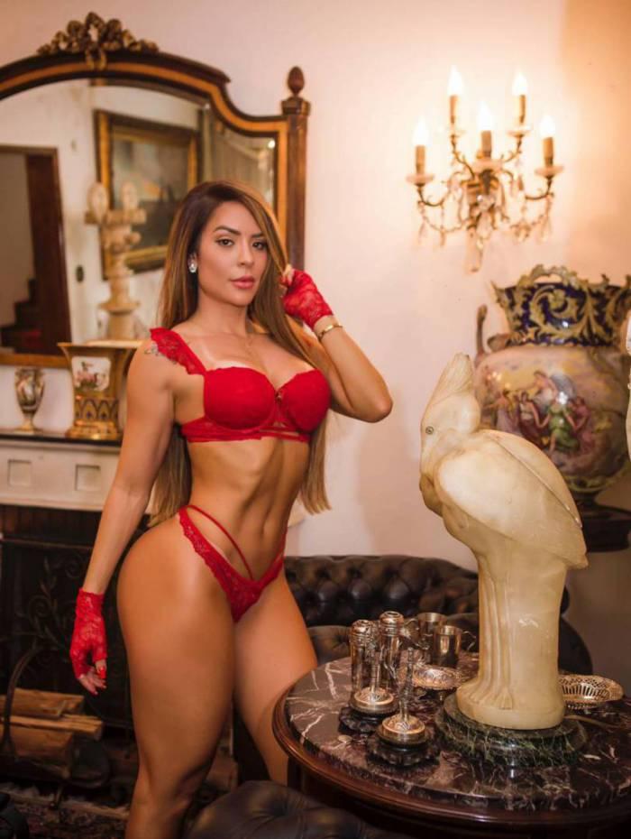 Denise Dias posa sexy e aceita desafio no paredão do BBB