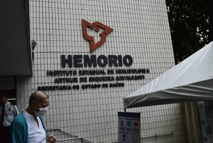 01/04/2020 - AGENCIA DE NOTICIA - PARCEIROS - Movimentação no Hemorio, Centro do Rio, nesta quarta feira (01).