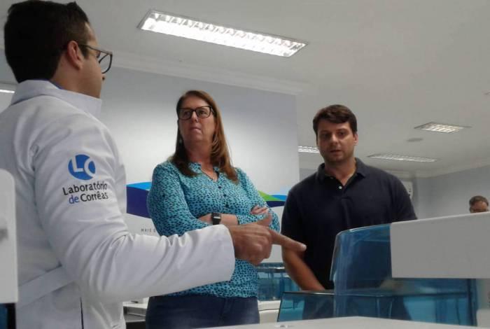 Representantes do laboratório apresentaram a estrutura da empresa ao prefeito Bernardo Rossi e à secretária de Saúde, Fabíola Heck