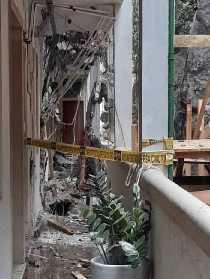 Deslizamento de pedra atinge prédio na Urca