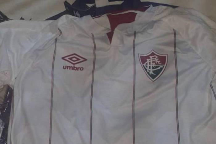 Nova camisa branca do Fluminense