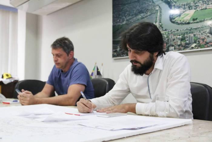 Prefeito Samuca Silva anuncia programa Cidade Solidária
