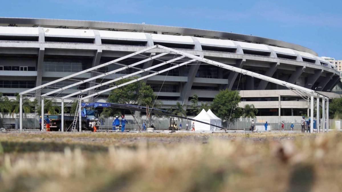 Construção de hospital de campanha no Maracanã, Zona Norte do Rio Foto: Gilvan de Souza Foto: Gilvan de Souza