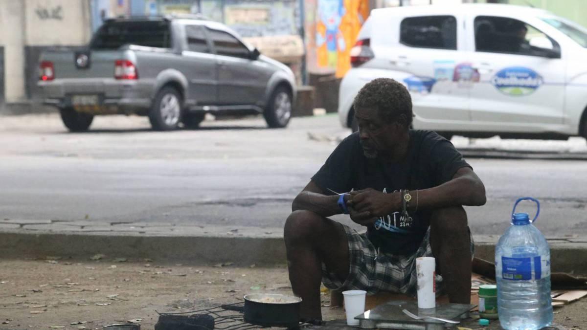 Rio - 30/03/2020 - COVID 19 - CORONAVÍRUS - Movimentação de moradores de rua no Centro do Rio. Foto: Daniel Castelo Branco / Agencia O Dia
