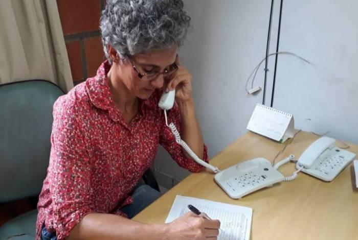 A nutricionista Gilcia Palhares faz parte da equipe multidisciplinar que dá orientações pelo 0800