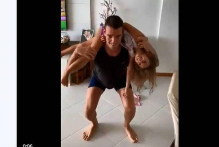 Rodrigo Figueiredo com a filha