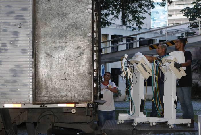 Prefeitura do Rio retirou materiais hospitalares do Hospital Espanhol, na Rua do Riachuelo, no centro do Rio, para utilização na rede pública, mediante indenização. Unidade particular está fora de operação