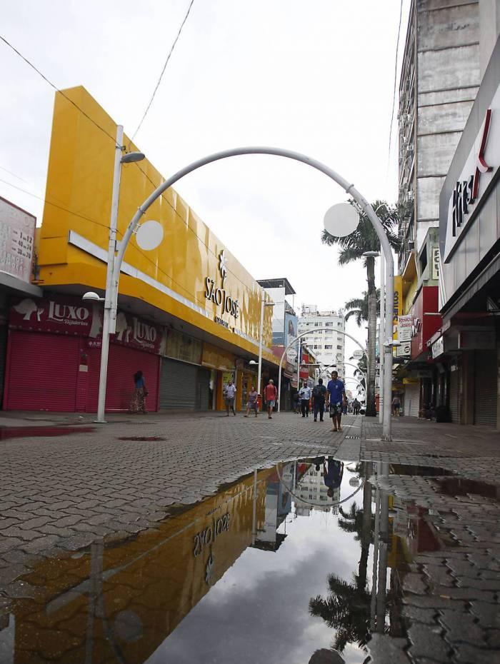 Rio de Janeiro 03/04/2020 - Centro de Nova Iguaçu com o comercio fechado de vido a pandemia do COVID 19. Foto: Luciano Belford/Agencia O Dia