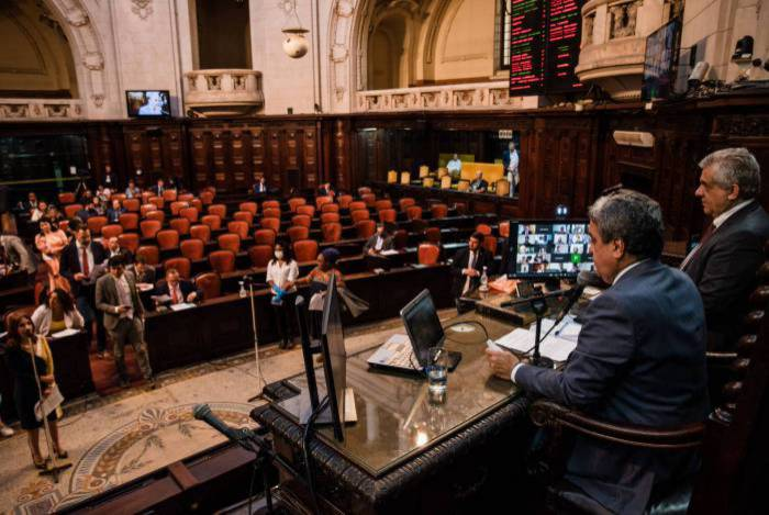 Psol entra com novo pedido de impeachment contra Crivella