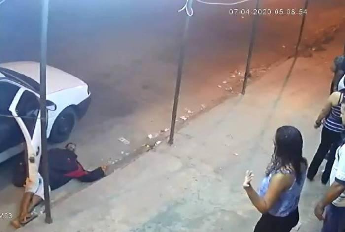 Criminoso desmaia após assalto