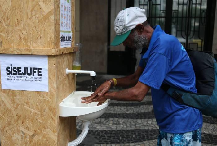 Projeto dá opção de higienização a trabalhadores moradores de rua