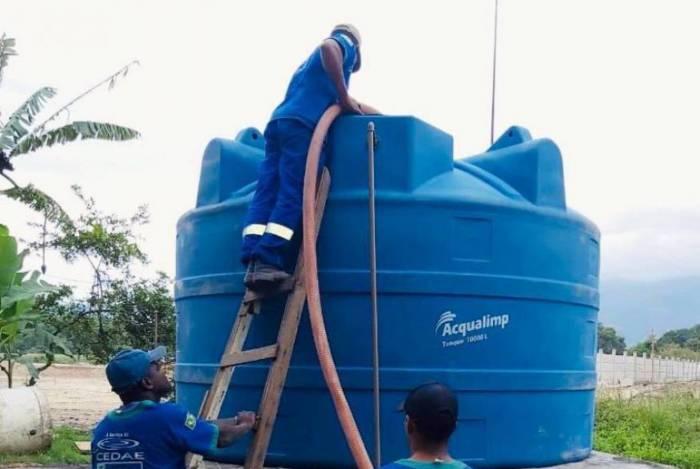 Cedae finaliza reparos em tubulação de água