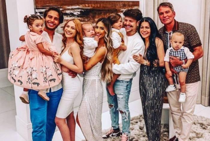 Família Poncio todo reunida (Foto: Reprodução/Instagram)