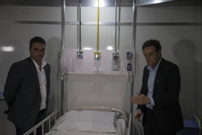 Prefeito Marcelo Crivella e o Senador Flavio Bolsonaro no Hospital de Campanha no Rio Centro