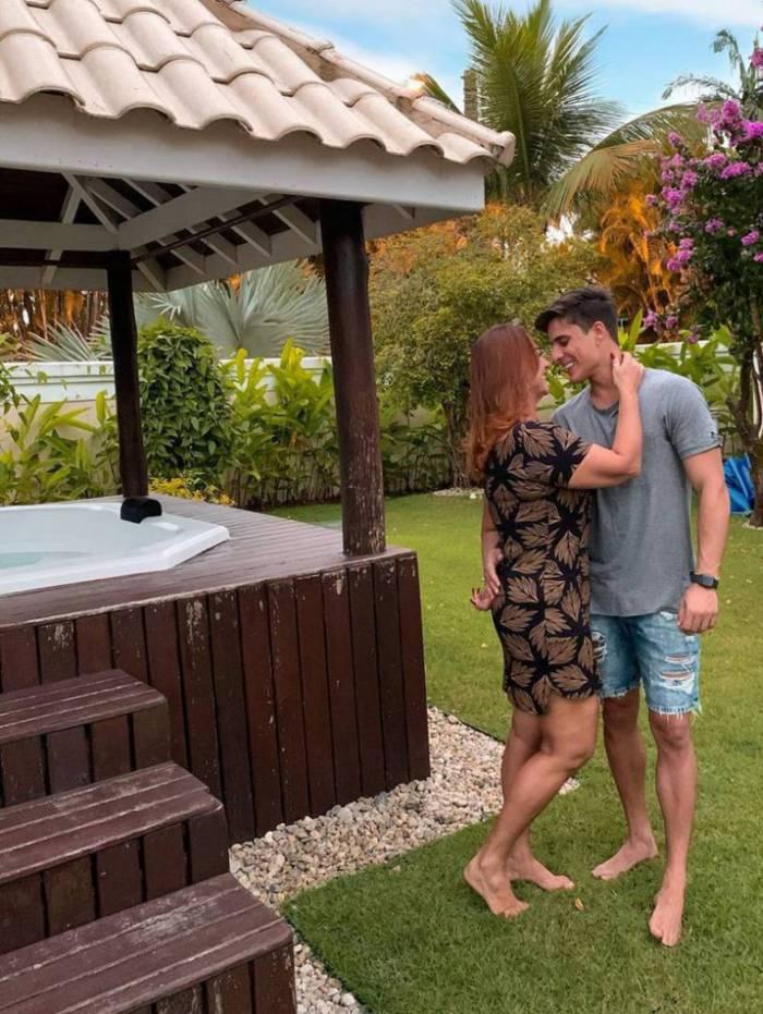 Nadine Gonçalves, mãe de Neymar, posta foto com o namorado