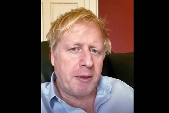 Primeiro-ministro britânico Boris Johnson, hospitalizado há uma semana com covid-19, agradeceu neste domingo  ao serviço público de saúde por ter salvado 'sua vida'
