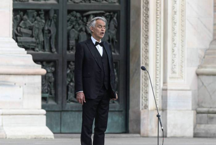 Andrea Bocelli faz concerto na catedral de Milão vazia