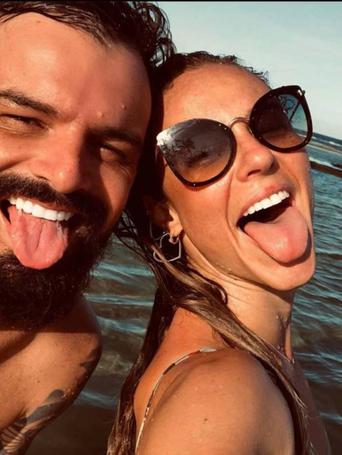 Paolla Oliveira ganha declaração de aniversário do namorado Douglas Maluf