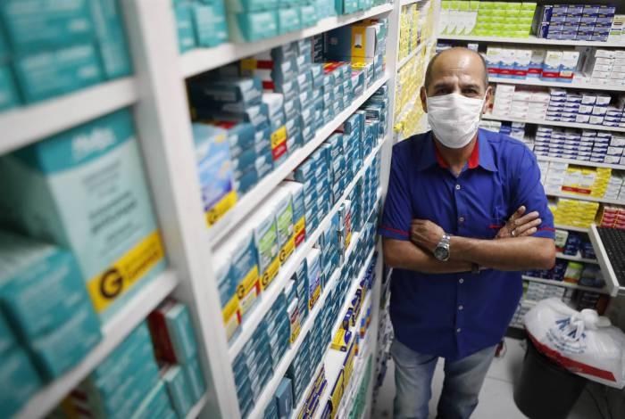 Rio, 14/04/2020  - COVID 19 - CORONAVIRUS - Herois da Pandemia, balconista de farmacias, na foto Jose de Castro. coronavirusrio. Foto: Gilvan de Souza/Agencia O Dia