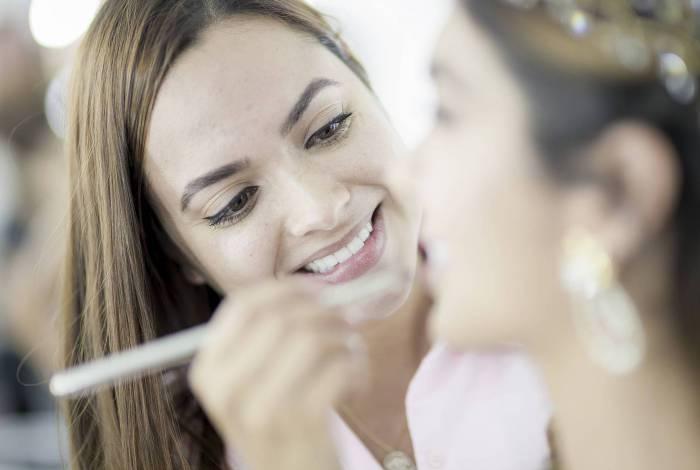 Apoiar um maquiador faz bem pra pele e pra alma
