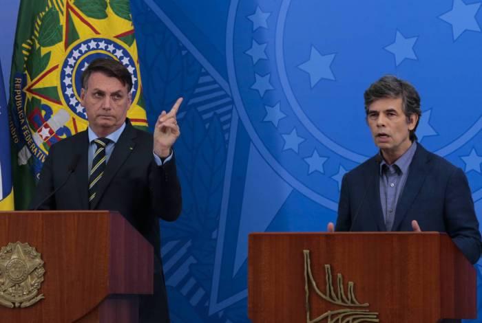 O presidente Bolsonaro apresentou o novo ministro da Saúde, Nelson Teich, no Palácio do Planalto