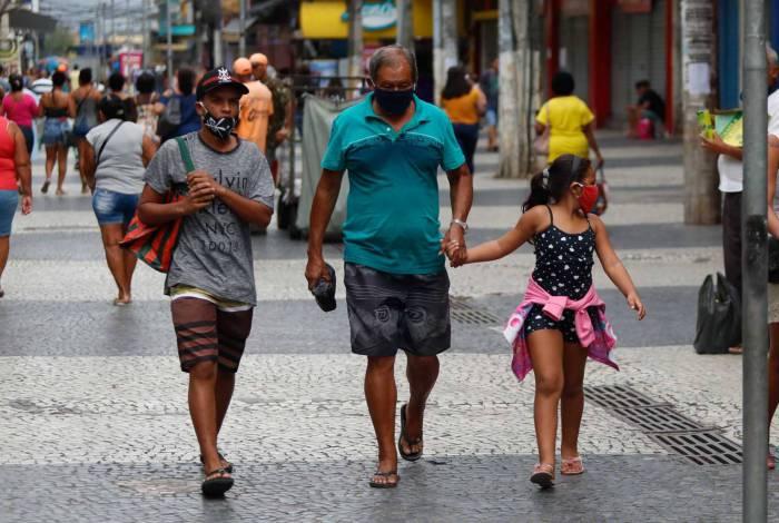 Em Caxias, moradores resistem às recomendações de isolamento social e preocupam autoridades de saúde. Taxa de letalidade é de quase 18%