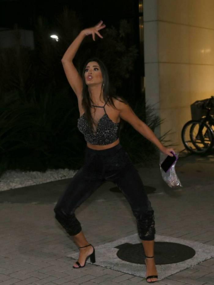 Ivy chega ao hotel após ser eliminada do 'BBB 20'