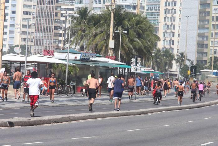 Movimento no calçadão de Copacabana era quase de um dia normal