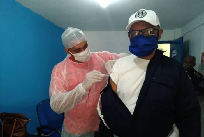 Guarda Municipal de Duque de Caxias recebe vacinação contra gripe