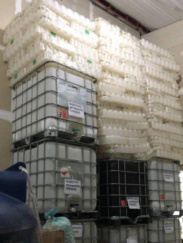 Polícia Civil estoura fábrica irregular de álcool em Nilópolis