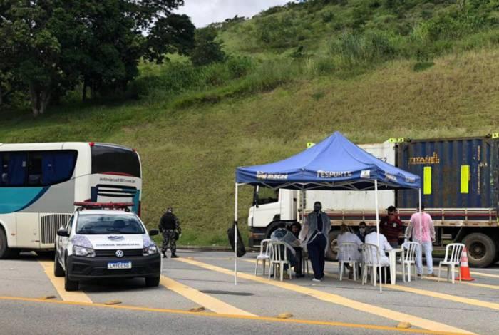 As barreiras sanitárias são realizadas em quatro pontos: Cabiúnas, Parque de Tubos, RJ-168 e Aeroporto