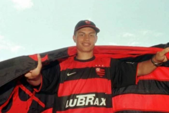 Alex jogou 12 jogos com a camisa do Flamengo e marcou três gols