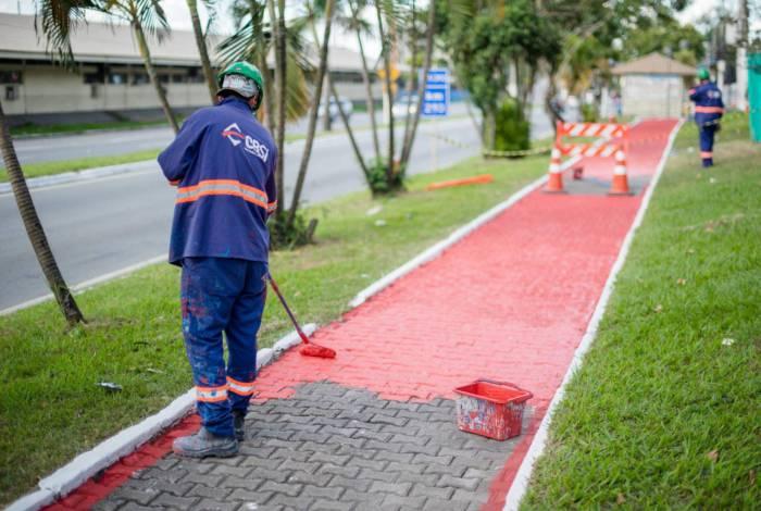 Obras em muros, meios-fios, canteiros, ciclovias, quiosques e passarelas são realizadas no trecho municipalizado da BR-393, em Volta Redonda